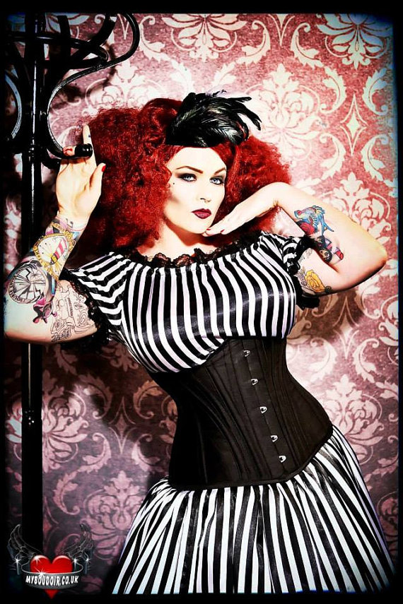 SEXY...Kiku Boutique are offering 10% off their handmade corsets