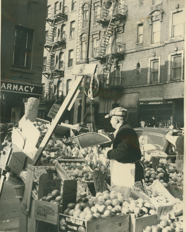 TRADING...food cart salesman at Bleeker at Morton