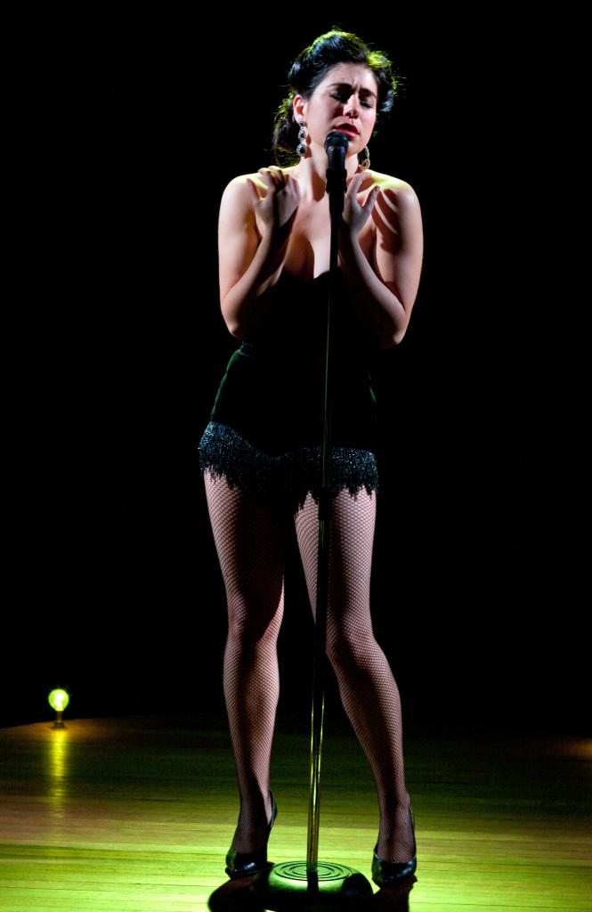 Alexis Fishman as Erika in Der Glebe Stern