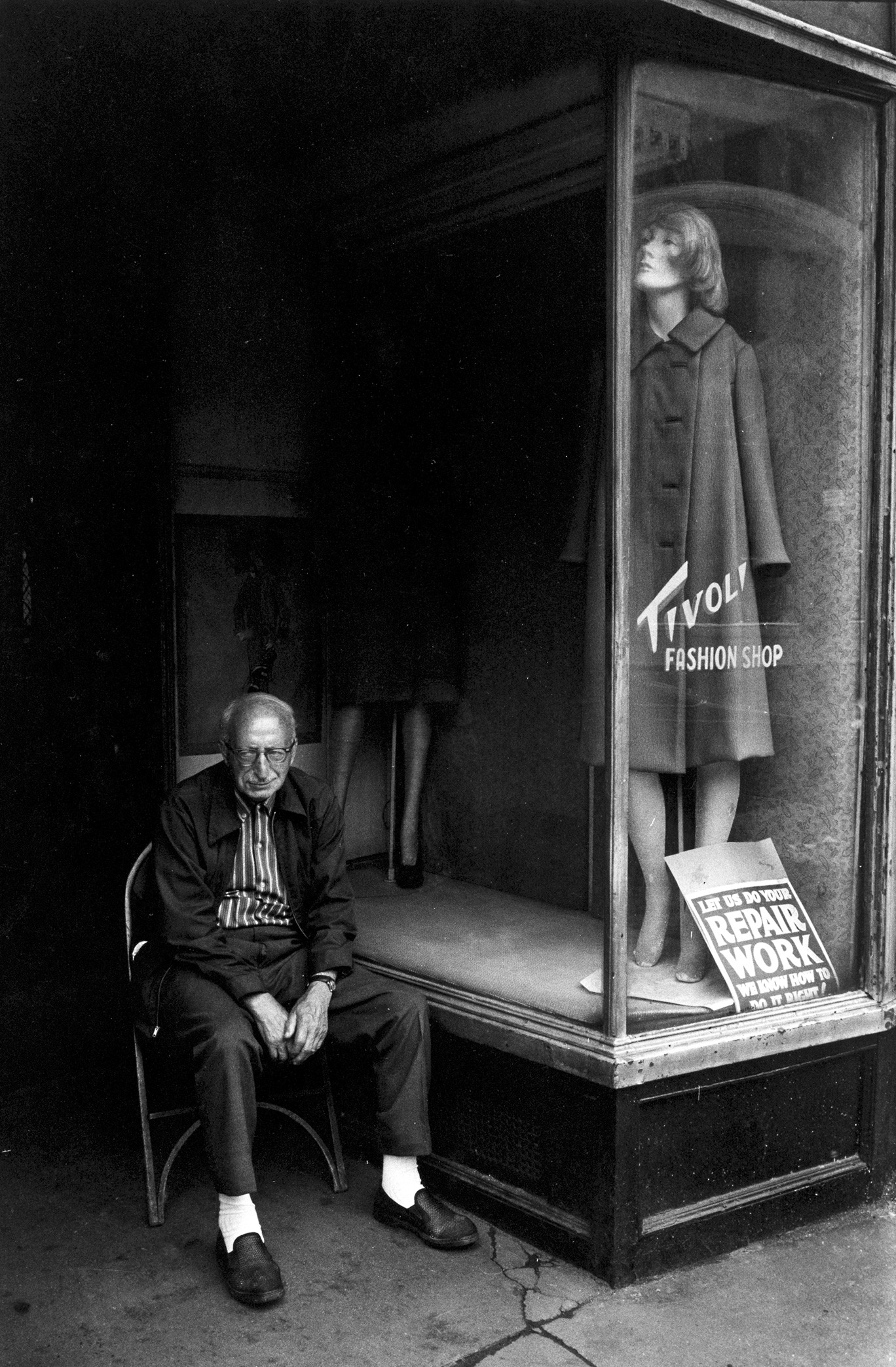 LONELY...Tivoli Fashion Shop taken in 1973.Pic: Jill Freedman/Getty Images