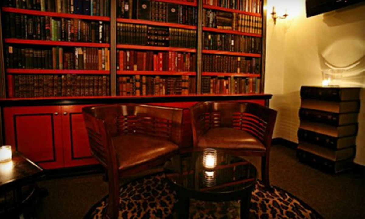 BOOK NOOK...Beekman Bar & Books has cigar humidor