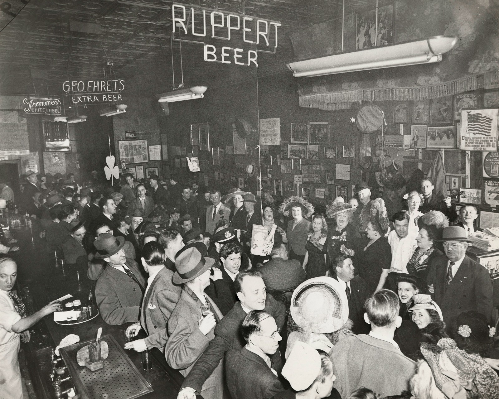Sammy's Night Club on the Bowery, December 1944, © Weegee / ICP